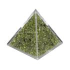 Пирамида с салатовыми камнями
