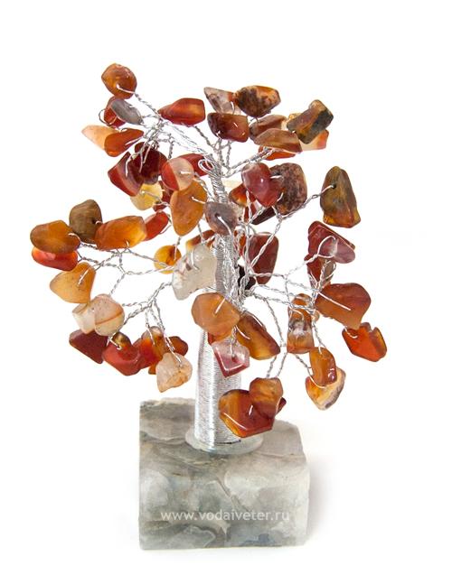 Дерево из сердолика на каменной подставке