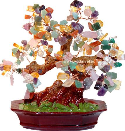 В начале 90-х было очень много миниатюрных деревьев из полудрагоценных камней- такой бонсай полудрагоценный-мы бегали...